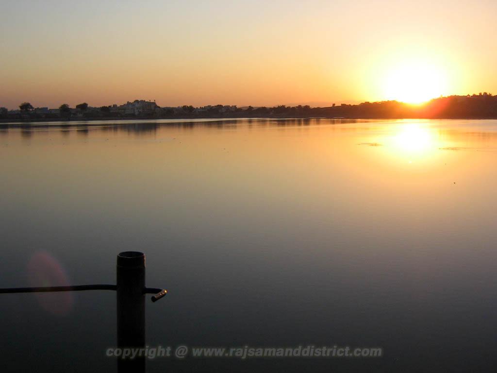 राजसमन्द झील से सुर्यास्त के फोटो